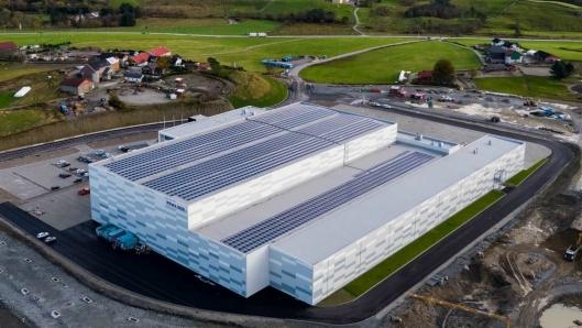 REMA 1000 har flyttet inn i et 26.000 kvadratmeter stort logistikksenter ved Ganddal Godsterminal.