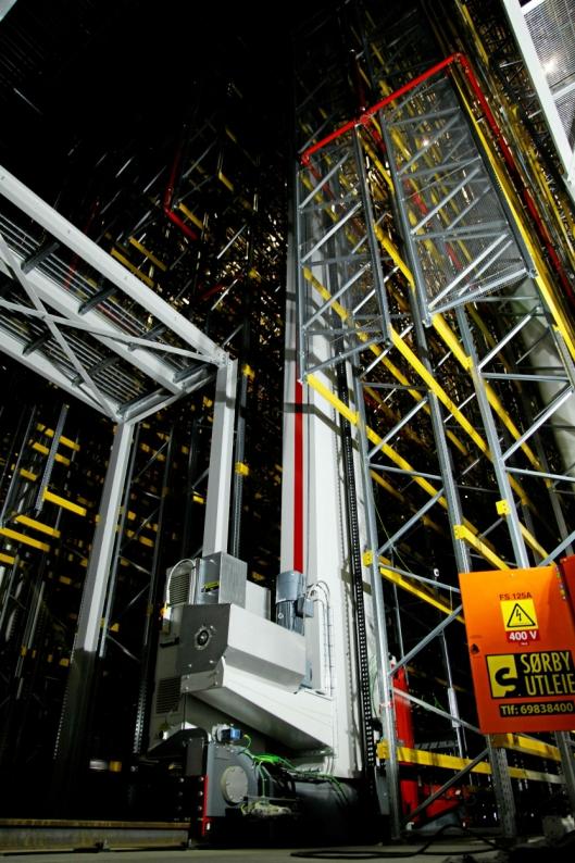 ROSINEN I PØLSA: Høylagereret (HBW) er levert av Swisslog og har kapasitet til ca. 65.000 paller. 11 vectura-kraner skal operere det hele.