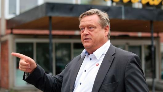 Fiskeriminister Harald T. Nesvik kjemper for at Hav Line ikke skal kunne sortere fisk ved sitt anlegg i Danmark.