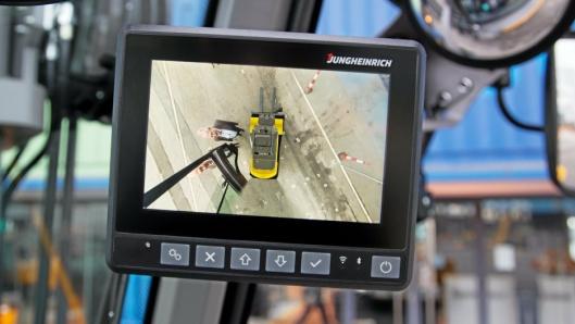 Det nye addedVIEW-systemet gjør at føreren kan se rundt hele trucken i et og samme skjermbilde.