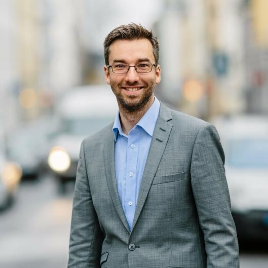 VIL HA OVERSIKT: – Det er viktig for oss å ha riktig antall bur, til rett sted og rett tid, sier Alexander Haneng, direktør for Digital Innovasjon i Posten og Bring.