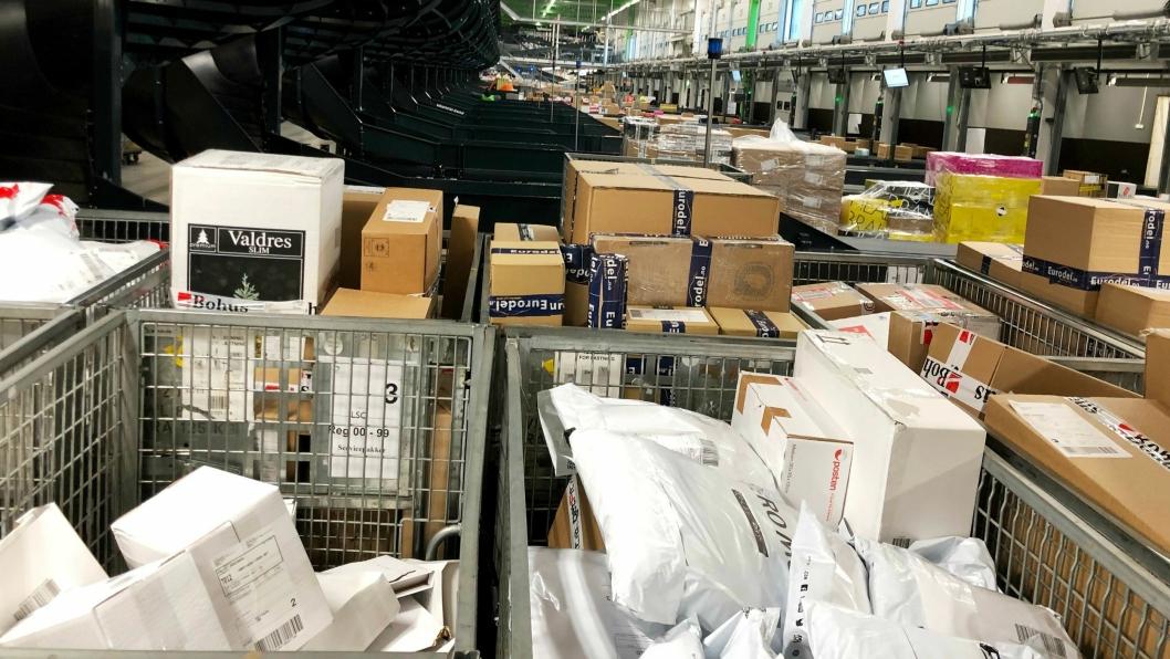 SKAL SPORES: Trådburene er viktige lastbærere for Posten og Bring, men å ha oversikt over hvor de befinner seg er ikke så enkelt.