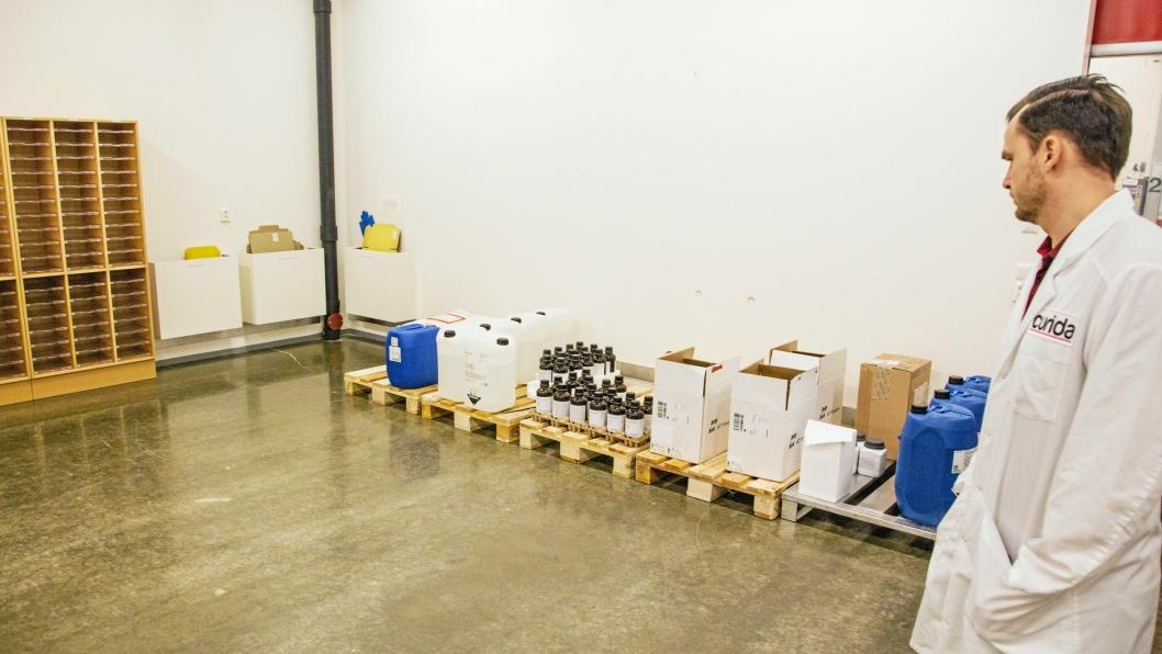 KONTROLL: Når ingredienser leveres, settes de i karantene, før de blir nøye kontrollert og godkjent for produksjon.