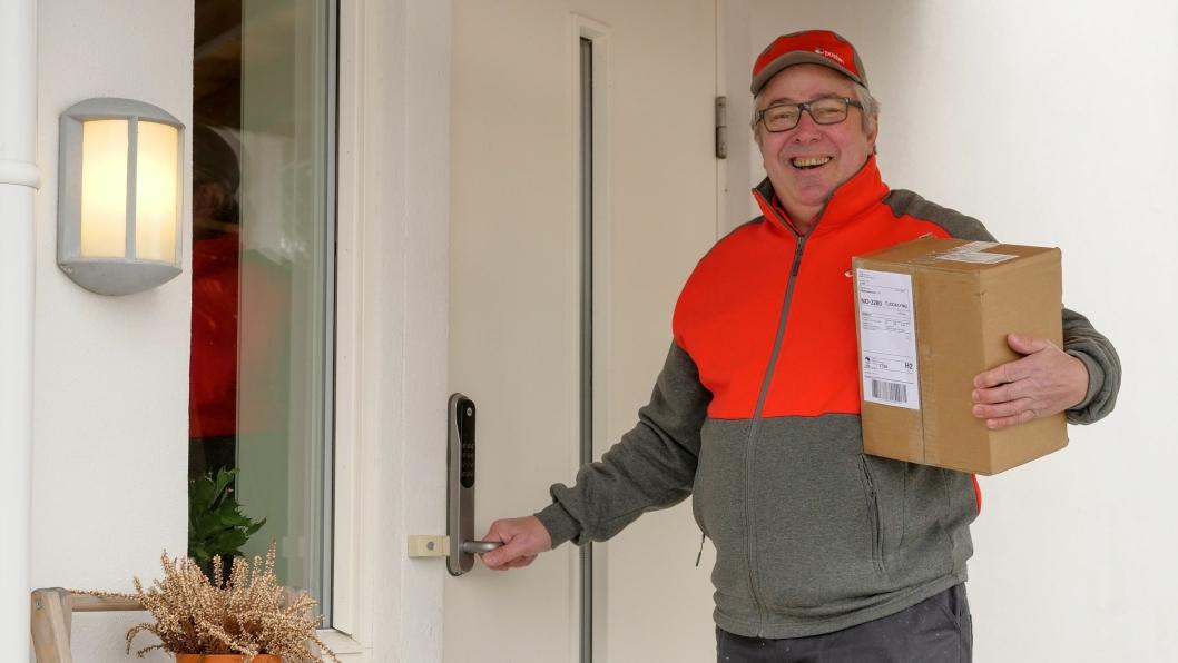 Postbud Bjørn Tørseth er en av de som tester ut den nye tjenesten i Vestfold.
