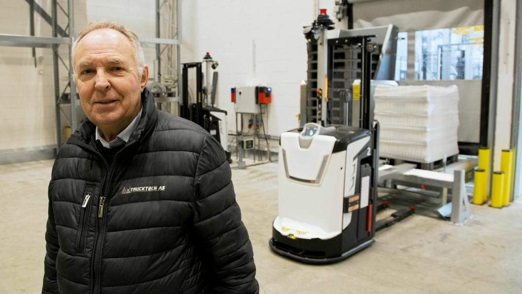 FØRSTE AGV-SALG: Gunnar Pettersen og Trucktech har levert to AGV-er fra Rocla til en god kunde.