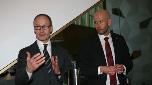 Daværende industriminister Tord Lien i miljø-samtale med administrerende direktør Nils Kristian Nakstad i Enova. Foto: Per Dagfinn Wolden