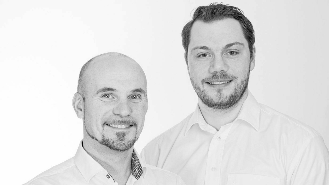 Richard Anfinsen Sandvik (t.h.) startet Rcontainer i 2007. Nå driver han selskapet sammen med daglig leder Senol Kamburce (t.v.) og 21 ansatte. I dag skifter Rcontainer navn til Reblock. Foto: Reblock