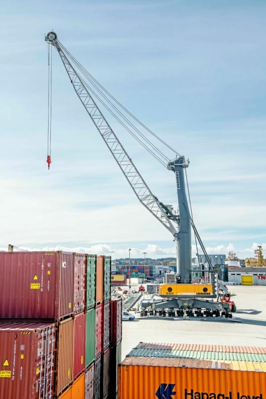 Kranen har en løftekapasitet på 144 tonn og har en rekkevidde på 54 meter