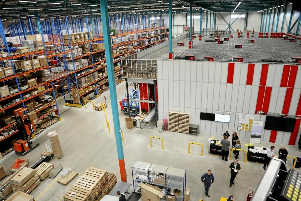 ELEKTROGROSSIST: Elektroskandia har et moderne lager på Langhus, inkludert Autostore med 23.000 kasser.