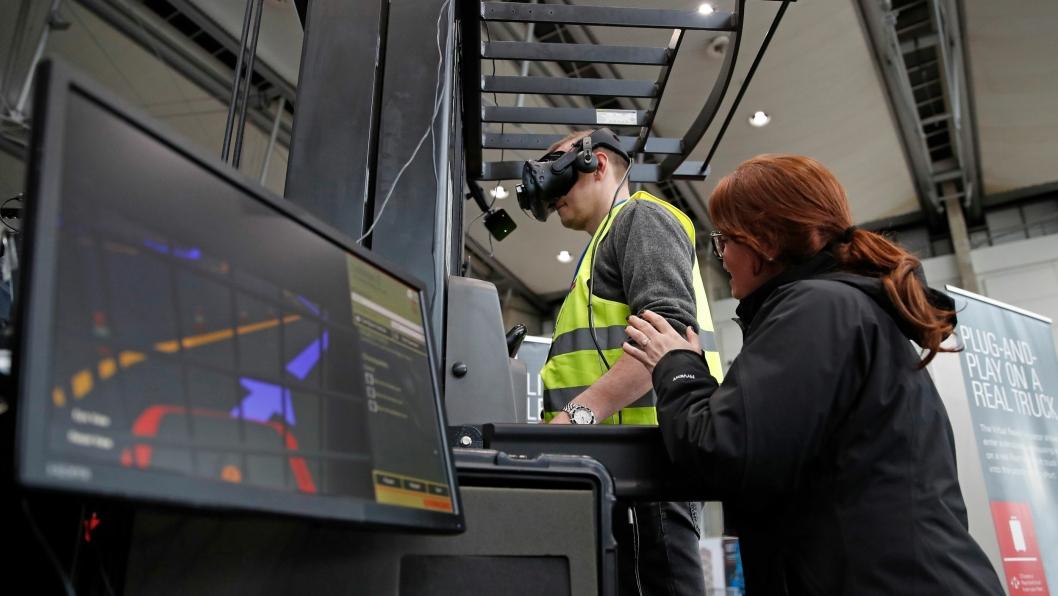 ÅRETS SPESIAL: Raymond Virtual Reality Simulator.
