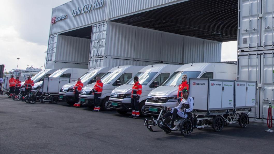 Sammen med tre el-sykler skal de åtte MAN-bilene distribuere i Oslo innenfor ring 3. DB Schenker fikk for øvrig 130 søkere til de åtte sjåførstillingene.