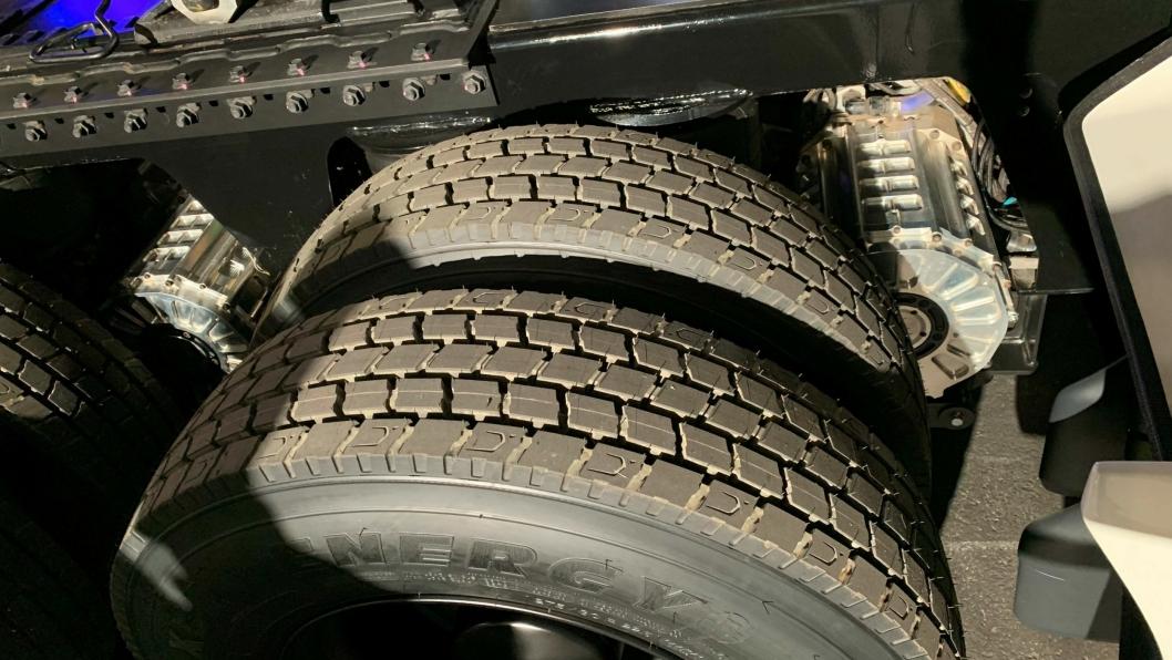EFFEKTIVT: Nikolas lastebil har elmotorer direkte koblet til hjuakslinger. Fossilt drivverk finnes ikke. Direktekoblinger øker energieffektiviteten.