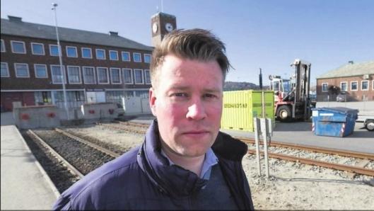 Statssekretær Allan Ellingsen (Frp) i Samferdselsdepartementet åpner for en ny vurdering av statlige støtteordningen for overføring av gods fra vei til sjø.