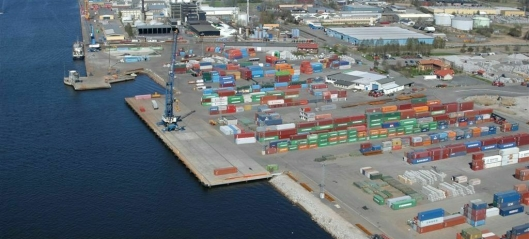 Bygger containerterminal