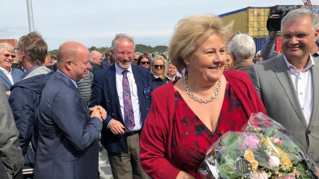"""En opplagt statsminister likte seg på åpningsdagen for """"nye"""" Karmsund Havn. (Foto: Næringsforeningen)"""