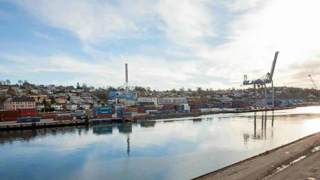 Anleggsperioden for ny jernbanestasjon og, jernbanetrasé, har gitt Moss Havn en stor utfordring. Bildet er av havna før transformeringen av området startet.