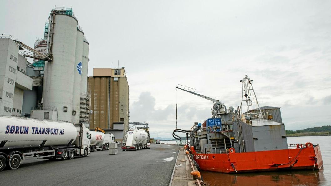 Skipene som losser sement på Sjursøya skal få strøm fra kai.