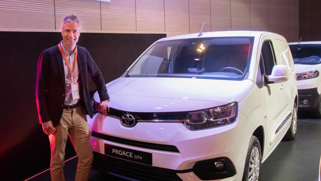 Espen Olsen med Toyotas nye kompakt-varebil, Proace City.