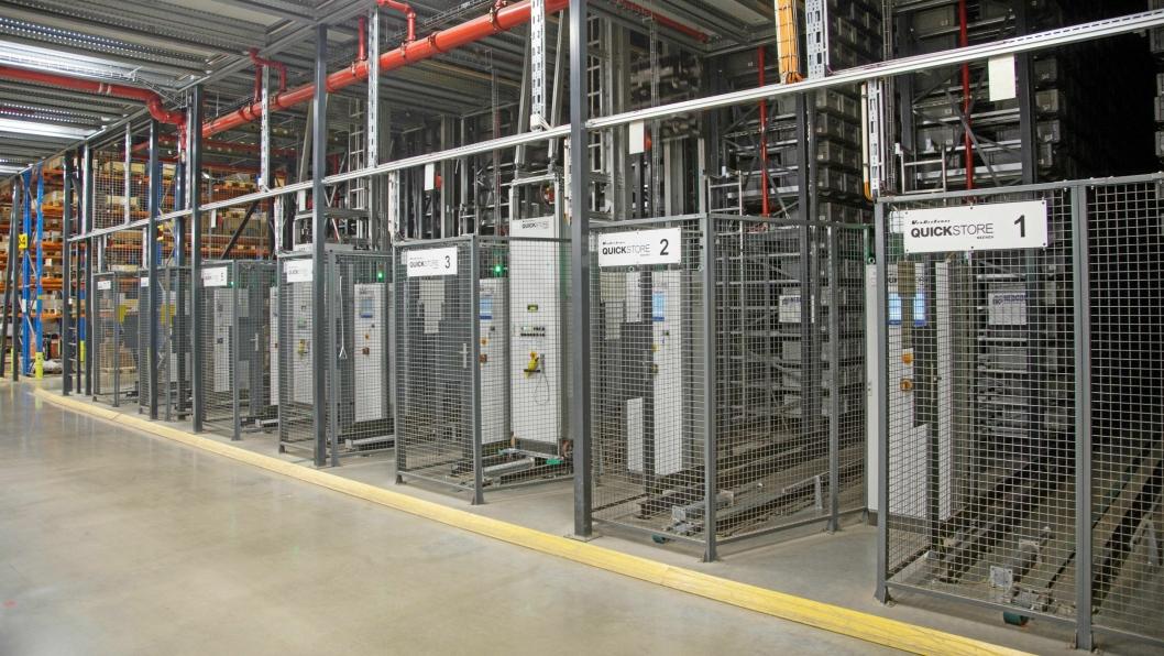 ROMSLIG: Automatlageret består av sju kraner og har plass til 57.000 kasser.