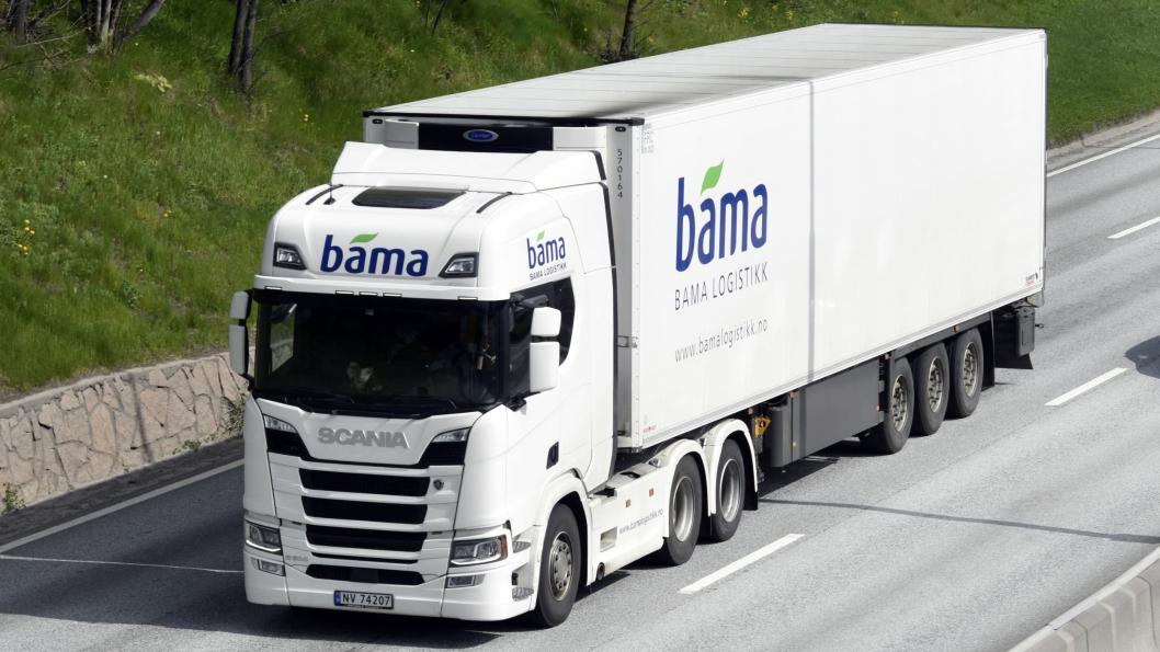 Scania er årets salgsvinner. Her en R500 trekkvogn med kjølesemi som kjører for Bama Logistikk.