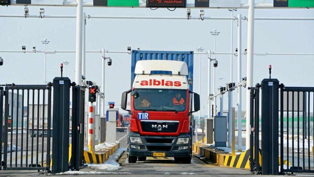 Det er selvfølgelig fint mulig å kjøre lastebil med last mellom Kina og Europa i dag, uten den nye motorveien på plass. Det nederlandske transportselskapet Alblas tilbakela 7400 km fra Tyskland, gjennom Polen, Hviterussland, Russland og Kasakhstan til Kina på tolv dager i 2019, med tolv tonn smøremidler.
