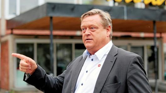 Fiskeriminister Harald T. Nesvik prøver å berolige.