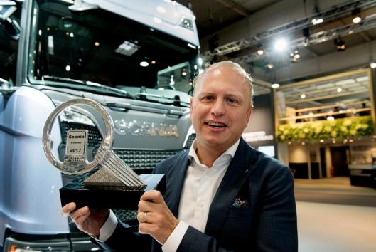 IAA 2016 Scania-sjef Henrik Henriksson er fronøyd med lastebil-businessen. Her fra «Truck of the Year»-utdelingen i 2017.