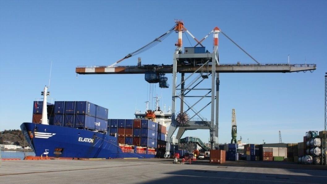 Containervolumene fortsetter å øke over Larvik havn i Vestfold. Foto: Larvik Havn KF.
