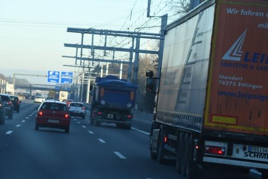 I tyske Essen er det langs en 18 kilometer lang veistrekning bygget 6 kilometer med kjøreledinger for pantograf-lastebiler.