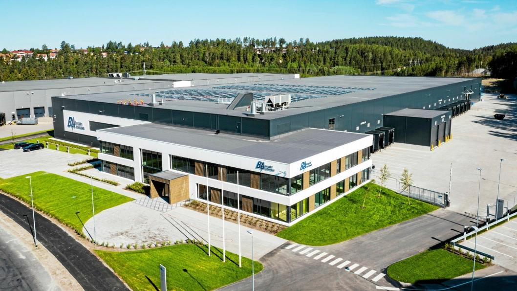 2000 kvadratmeter solcellepaneler på taket, gjør bygget selvforsynt med energi.
