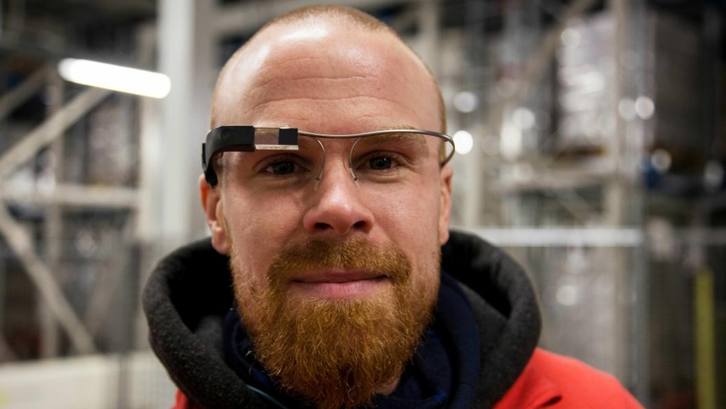 FORNØYD: Simen Haugland var blant de som testet plukkbrillene. - Jeg foretrekker helt klart dem fremfor pick-by-voice, sa han.