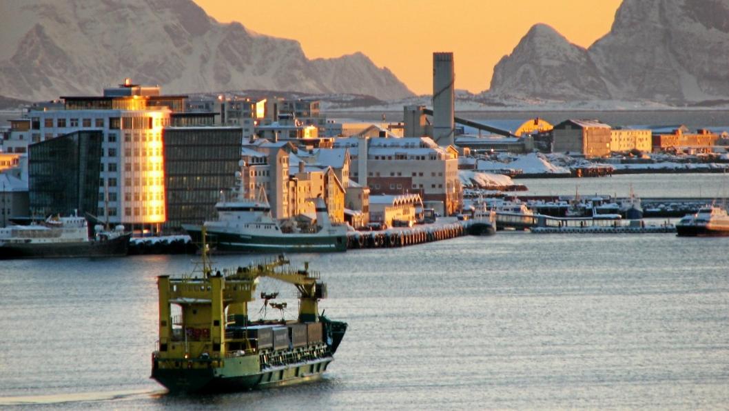MS Tege på vei inn til Bodø Havn i 2013, det siste året ruten var i drift. Nå antyder samferdselsdepartementet at en containerrute langs kysten av Nord-Norge vil kunne ha gode muligheter til å få midler til godsoverføring i 2020.