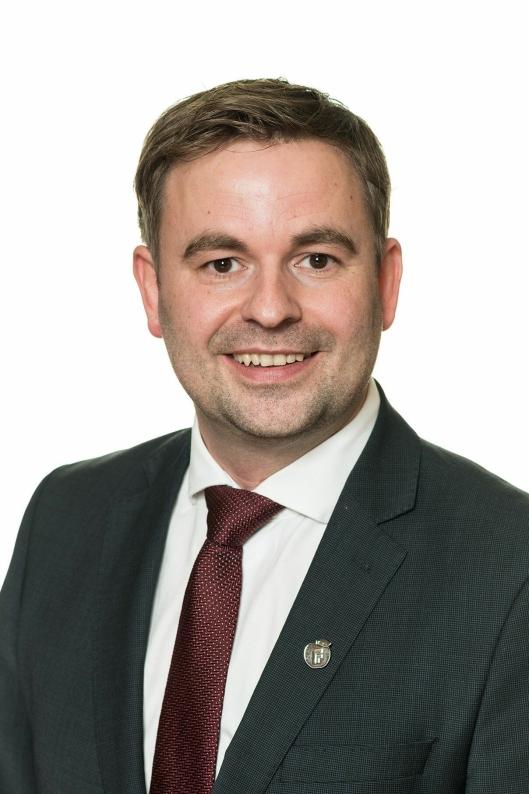 – I mine øyne er en sjøverts godsrute i forlengelsen av Nordlandsbanen et svært godt tiltak for å redusere godsmengden på vei, sier statssekretær Allan Ellingsen (Frp).