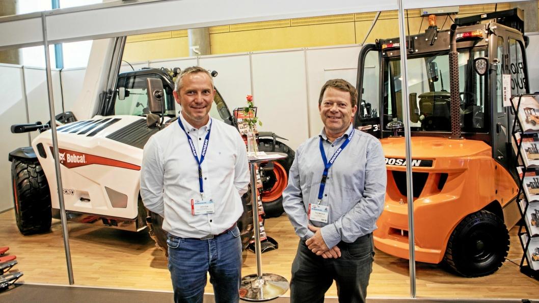 NYE TIDER: Trøndelag Truck har nye eiere og nye merker. John Eide (til venstre) er ny avdelingsleder og Tore Bjølverud (Scanlift) er inne på eiersiden.