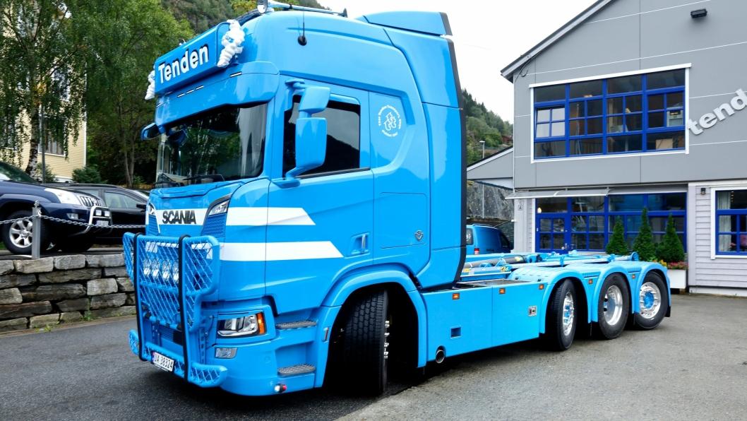 Den nye Scania-en har en drivende aksel og sving på de tre andre.