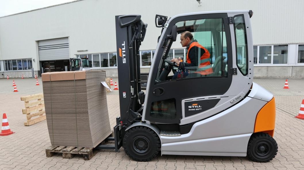 Vi fikk prøvekjøre nye RX60 ved en pappfabrikk i Lüneburg like utenfor München, og opplevde en lettkjørt og sprek truck.