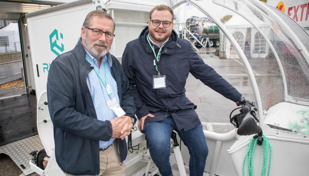 Salgs og markedssjef hos Vogn-Service Ola Storli (til venstre) og Johannes Hill fra Rytle, vite fram den smarte løsningen under Transport & Logistikk 2019 i Lillestrøm.