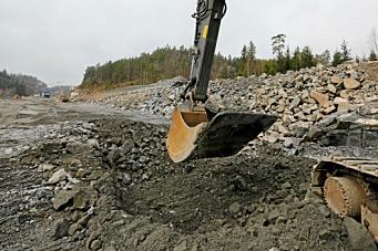 Full fart i bygging av vei og bane