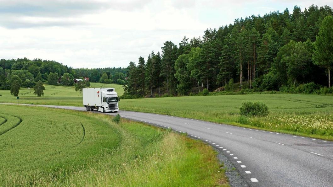 Biodrivstoff er foreløpig det kanskje mest effektive virkemiddelet vi har for å redusere CO2-utslipp fra tungtransporten. Men nå skal biodrivstoff avgiftsbelegges på linje med konvensjonell diesel.