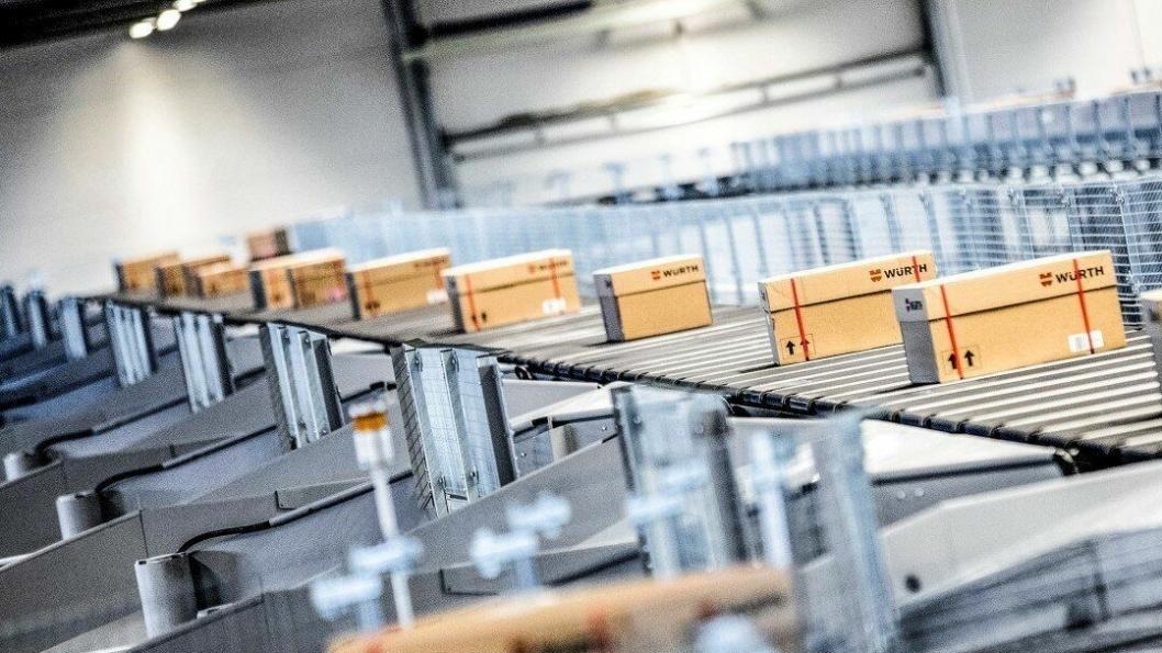 Her produseres skreddersydde pakker for e-handel på løpende bånd.
