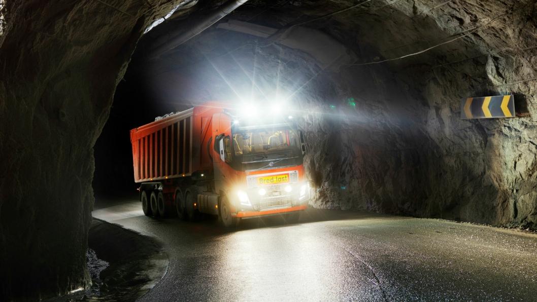 AUTONOM: Volvo skal fakturere Brønnøy Kalk for steinen de transporterer med de nye autonome Volvo FH16 750-trekkvognene.