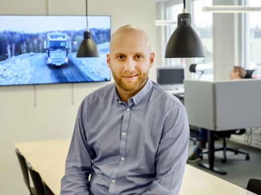 TIDLIG: Karstein Ahlin sier autonome lastbiler ikke er salgbare ennå. Derfor fakturer Volvo for tonnene de transporterer.