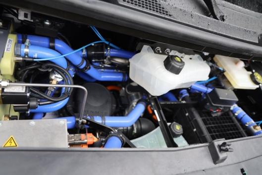 Brenselcellen har fått plass i motorrommet til Master og tankene ligger under gulvet slik at det ikke går ut over varerommet.
