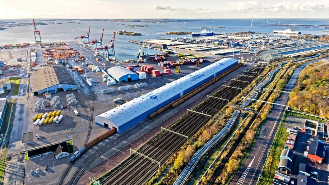 Den nye PVC-hallen blir en av verdens største plasthaller. Illustrasjonen viser hvordan det skal se ut på jernbaneomlastingen når hallen er på plass.