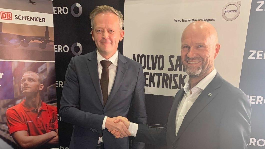 Stolte «miljøaktivister»: Gunnar Brattli, salgsdirektør i Volvo Norge og adm. direktør Knut Eriksmoen i Schenker AS.