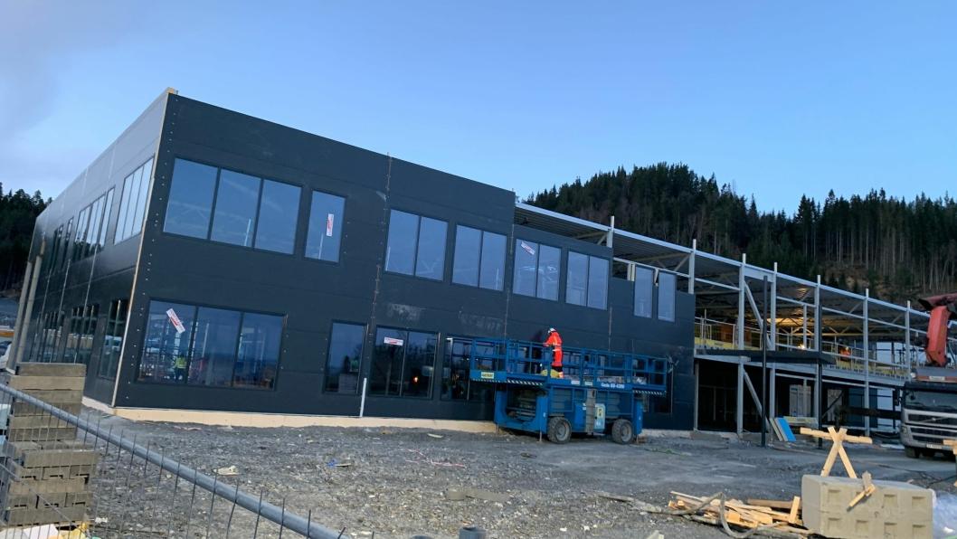Byggingen av anlegget er godt i gang, og i rute til innflytting neste sommer.