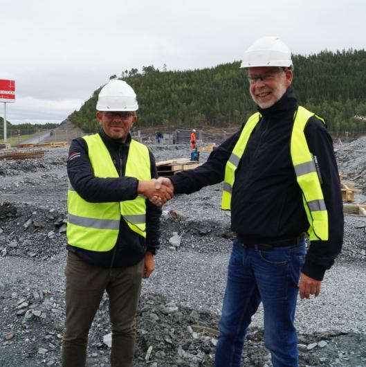 Lars Kleveland (t.v.) , adm. direktør i Toyota Material Handling Norway sammen med Geir Hatling i Rishaug-Gruppen AS, som er eiendomsforvalter .
