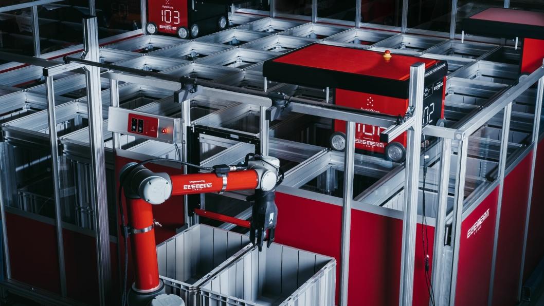 RED RIGHT HAND: Robotarmen fra Righthand Robotics er markdesklar, og har gått i prøvedrift hos kunder. Det første reelle salget nærmer seg, tror Dag-Adler Blakseth. Foto: Element Logic