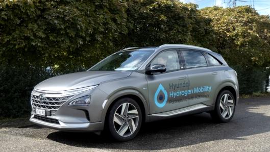 Foreløpig må de som vil kjøre en Hyundai på hydrogen, nøye seg med en Nexo.
