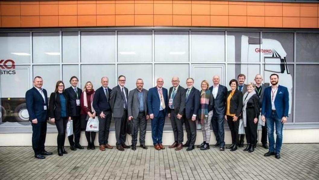 En norsk delegasjon besøkte Girtekas hovedbase i Vilnius onsdag.